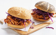 Mini-Kaiser-Burger mit Pulled Pork & Rotkohl