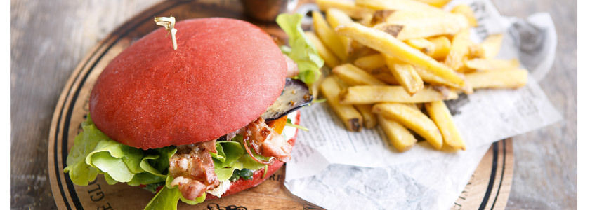 Red Love Burger mit Kürbis, Aubergine und Bacon